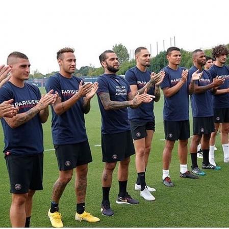 De volta ao PSG, Daniel Alves foca na fisioterapia para poder jogar em outubro