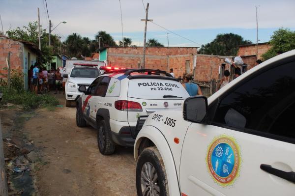 Briga entre vizinhas termina com dois mortos a facadas, em Manaus; imagens fortes