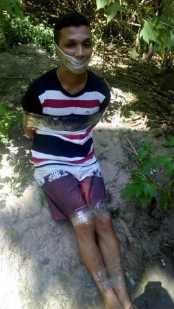 Corpo de homem esquartejado é encontrado dentro do porta-malas de carro no bairro; imagens fortes!