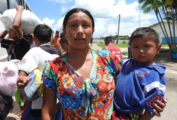 Índios venezuelanos deixam abrigo e vão embora do Brasil após ataque na fronteira: 'temos medo'