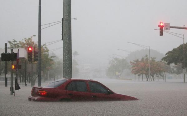 Furacão Lane causa os primeiros estragos no Havaí