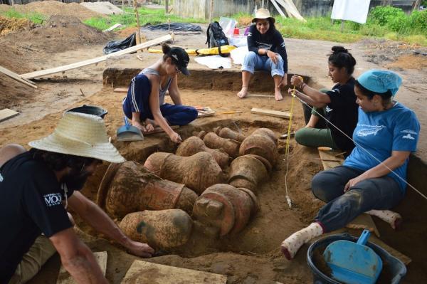 Arqueólogos encontram 'cemitério' no AM com urnas indígenas que podem ter mais de 500 anos