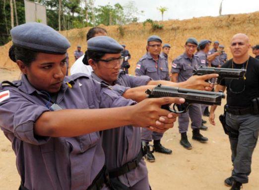 Soldado aprovados no concurso de 2011 da Polícia Militar denunciam que não são nomeados porque estão sendo usados em 'joguinho político'
