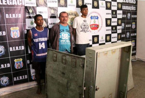 Trio furta armário de central telefônica no Centro e causa prejuízo de meio milhão