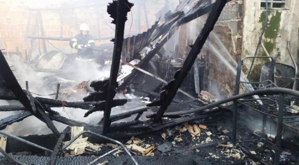 Homem morre carbonizado dentro de residência na zona Sul de Manaus
