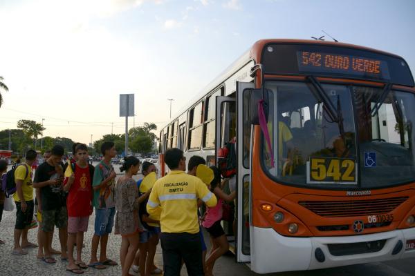 Ônibus terão itinerários alterados durante desfiles da Semana da Pátria