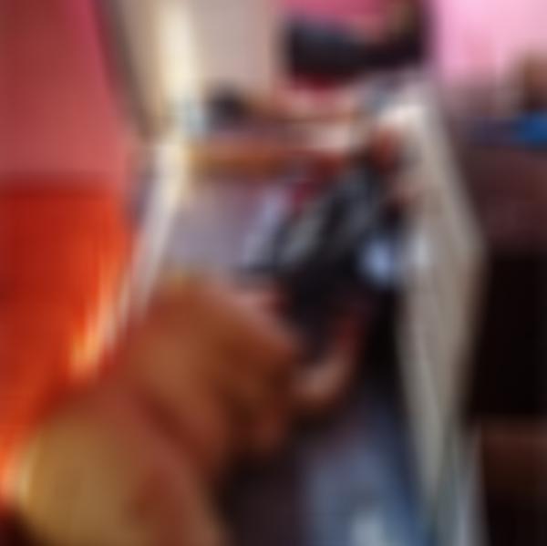 Pistoleiros encapuzados invadem casa e matam três pessoas; imagens fortes