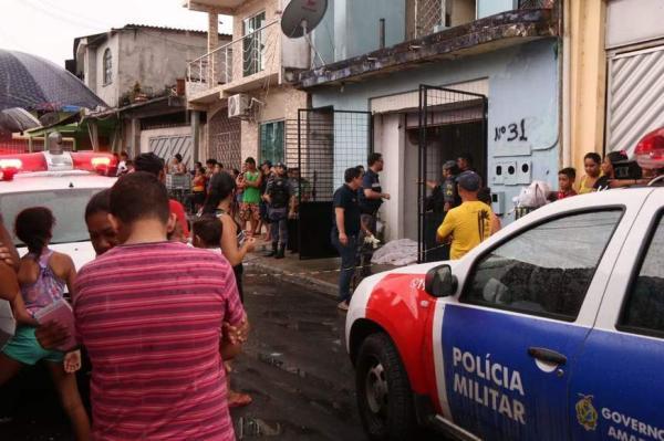 Mulher é assassinada a tiros na garagem de casa no bairro Crespo, Zona Sul de Manaus