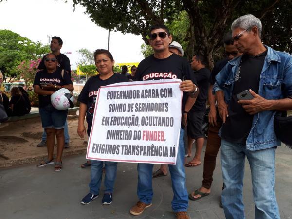 """""""Amazonino guardou dinheiro do Fundeb para pagar abono às vésperas da eleição"""", afirma deputado"""