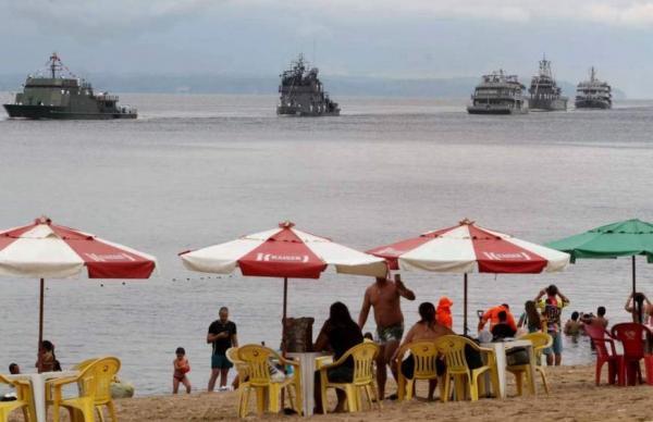 Ponta Negra se transforma em gigante passarela para desfile naval