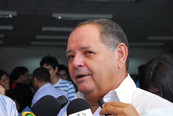 Deputado Gedeão Amorim destaca pagamento do Fundeb aos professores