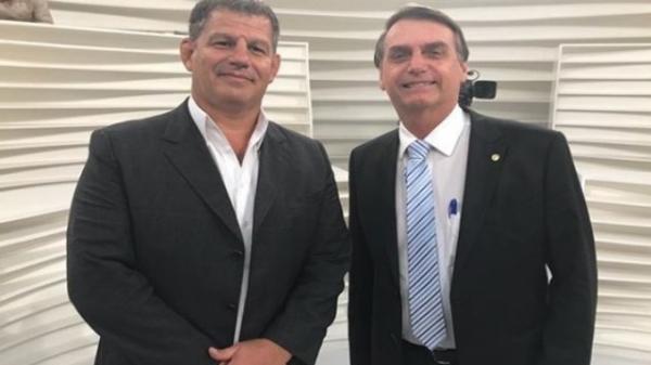 'Agora é guerra', diz presidente do PSL sobre ataque a Bolsonaro
