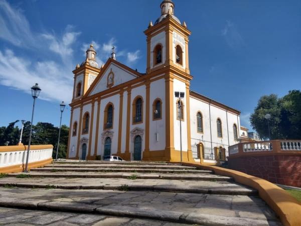 Trio invade igreja e rouba R$ 2 mil de 'cofre do dízimo', em Manaus