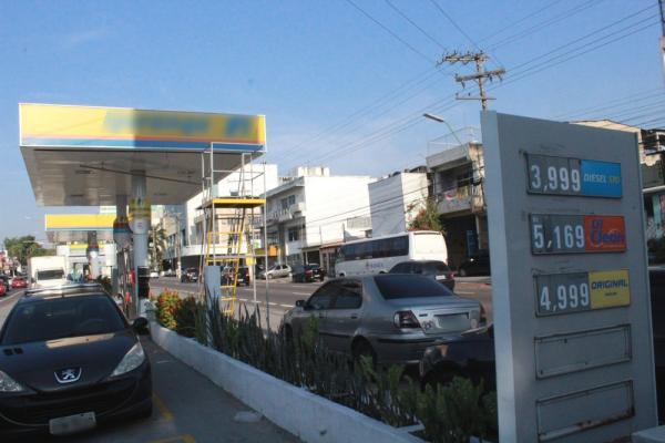 Preço da gasolina chega a R$ 4,99 em postos de combustíveis em Manaus