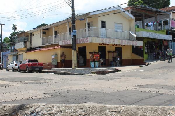 Casal é baleado dentro de carro por suspeitos encapuzados em Manaus