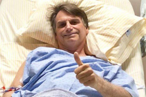 Bolsonaro faz tomografia computadorizada que aponta 'líquido ao lado do intestino'