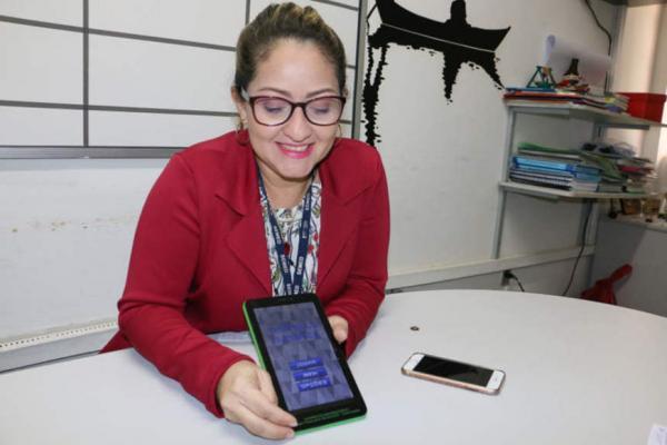 Professora amazonense desenvolve aplicativo para ensinar matemática a estudantes
