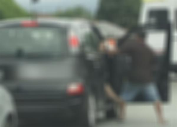 Irmãos roubam carro estacionado e agridem mulher em Manaus