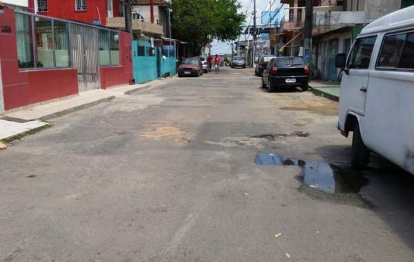 Motorista é assassinado a tiros em 'beco da morte' na Compensa, em Manaus