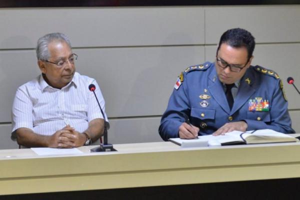 Amazonino tenta censurar críticas contra Segurança; juiz nega pedido