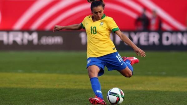 Marta chora ao lembrar preconceito no começo da carreira