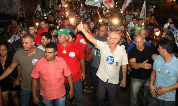 Angelus Figueira reúne multidão durante caminhada em Manacapuru
