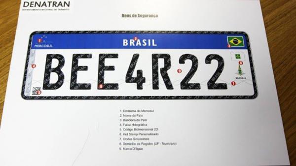 Modelo da placa do Mercosul, que já está sendo adotada no Rio (Foto: Divulgação)