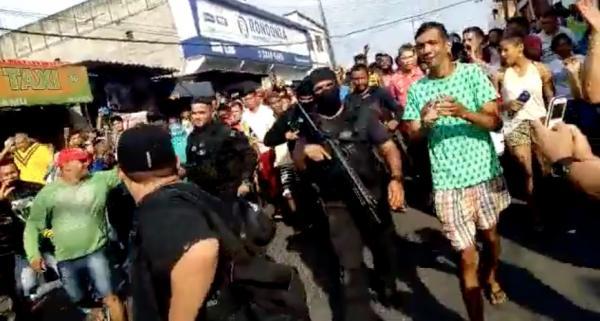 PM do Amazonas salva reféns e é aplaudida pela população; veja vídeos