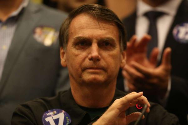 Bolsonaro afirma que vai resgatar o respeito em sala de aula