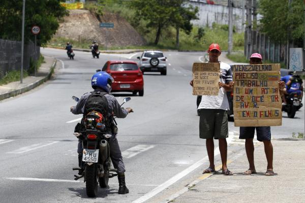 Fugindo da crise, venezuelanos buscam emprego e vida nova em Manaus