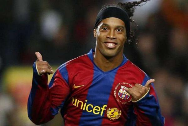 Ronaldinho Gaúcho e Rivaldo podem ser punidos por apoiar Jair Bolsonaro