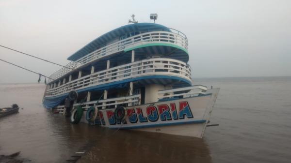 Barco com 130 passageiros sofre acidente no Rio Amazonas, diz Polícia Militar