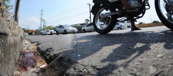 Jovem morre após colisão entre moto e micro-ônibus em Manaus