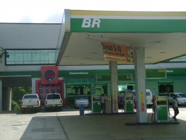 Petrobras anuncia que preço da gasolina cai a partir deste sábado
