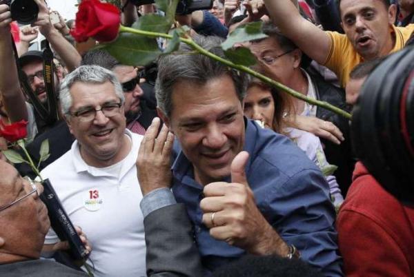 Haddad vota e diz que democracia e liberdades individuais estão em risco