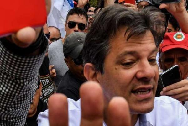 Após agradecer ao PT, Haddad deixa reunião do partido sem falar com jornalistas