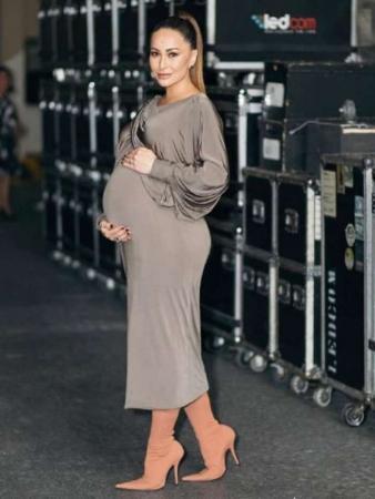 Sabrina Sato completa 9 meses de gravidez e grava último programa