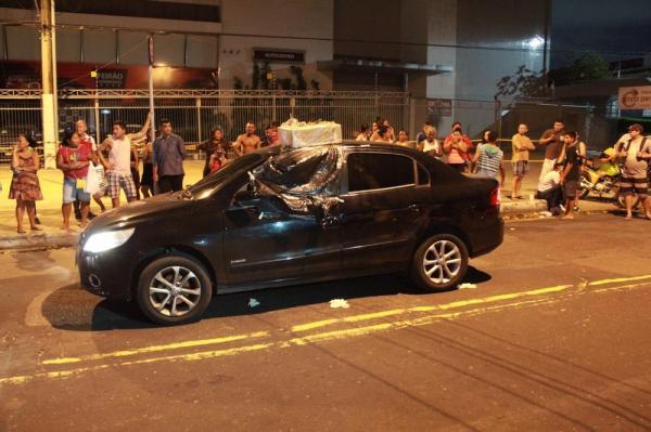 Personal trainer é morto a tiros dentro de carro após sair do trabalho, em Manaus