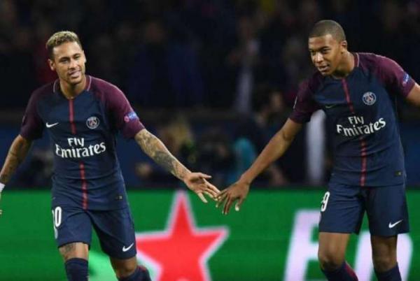 Neymar ganha R$ 1,6 milhão apenas para cumprimentar torcida após jogos do PSG