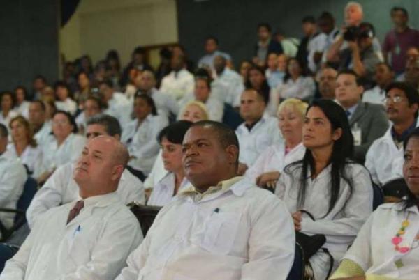 Quase 300 cidades ficaram sem médicos com saída de cubanos