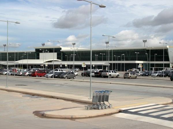 Médicos cubanos que atuavam no Norte embarcam para país de origem nesta sexta-feira (23), em Manaus