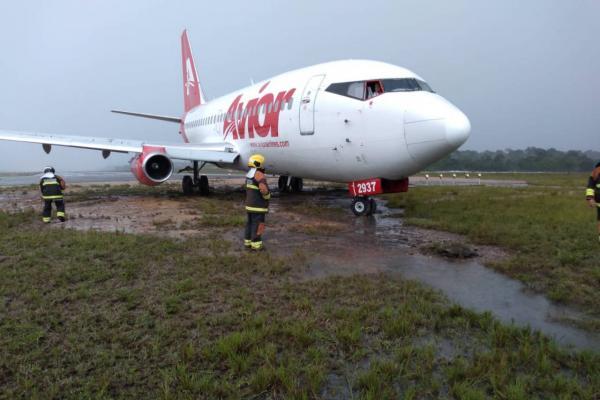 Avião da Venezuela sai da pista durante pouso em Manaus