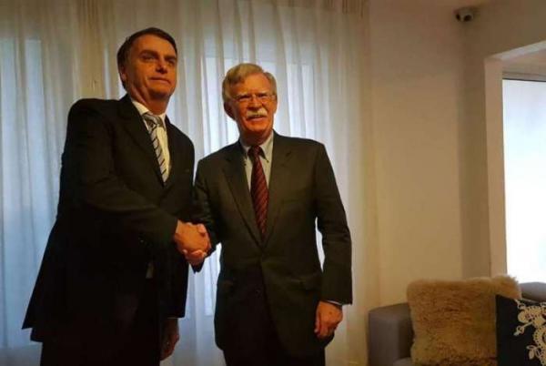 Assessor de Trump convida Bolsonaro a ir aos EUA
