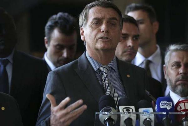 Bolsonaro descarta reforma de Temer e diz que vai propor outra