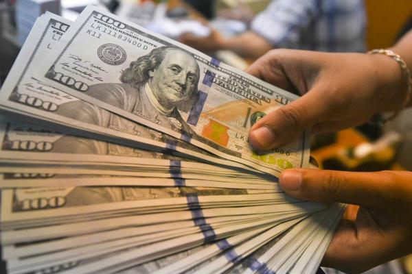 Bolsa tem valorização de 2,4% e dólar fecha perto de R$ 3,86