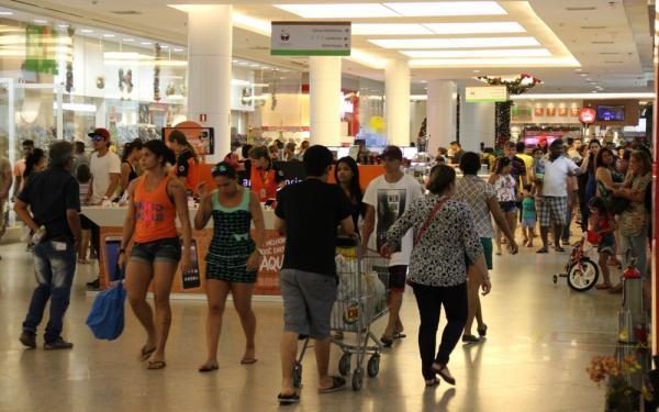 Consumidor em Manaus deve gastar média de R$ 230 em compras de fim de ano