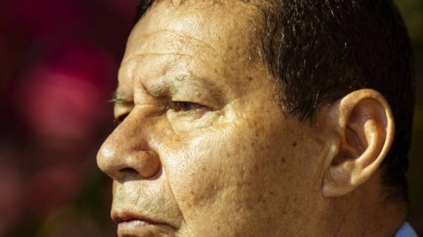 Bolsonaro impõe novo  'cala a boca' ao general Mourão e limita espaço do vice no governo