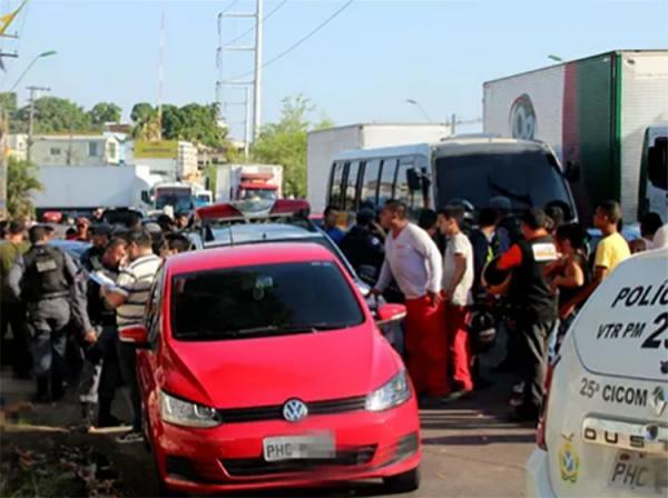 Após confronto com criminosos em Manaus, PM recupera carro roubado