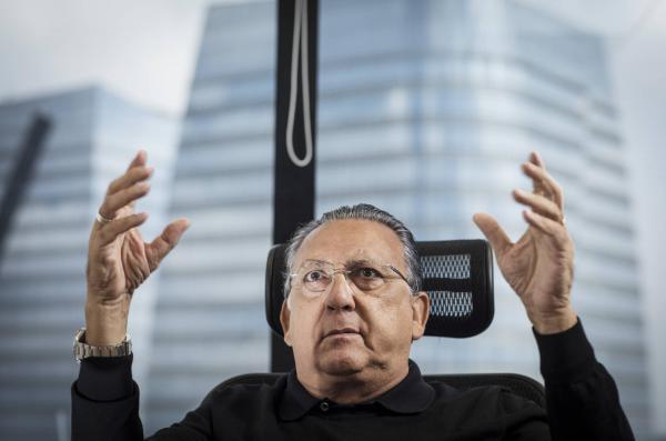 Galvão Bueno renova contrato com a Globo até 2022