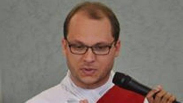 'Ninguém pôde fazer nada', disse padre que celebrava missa na Catedral